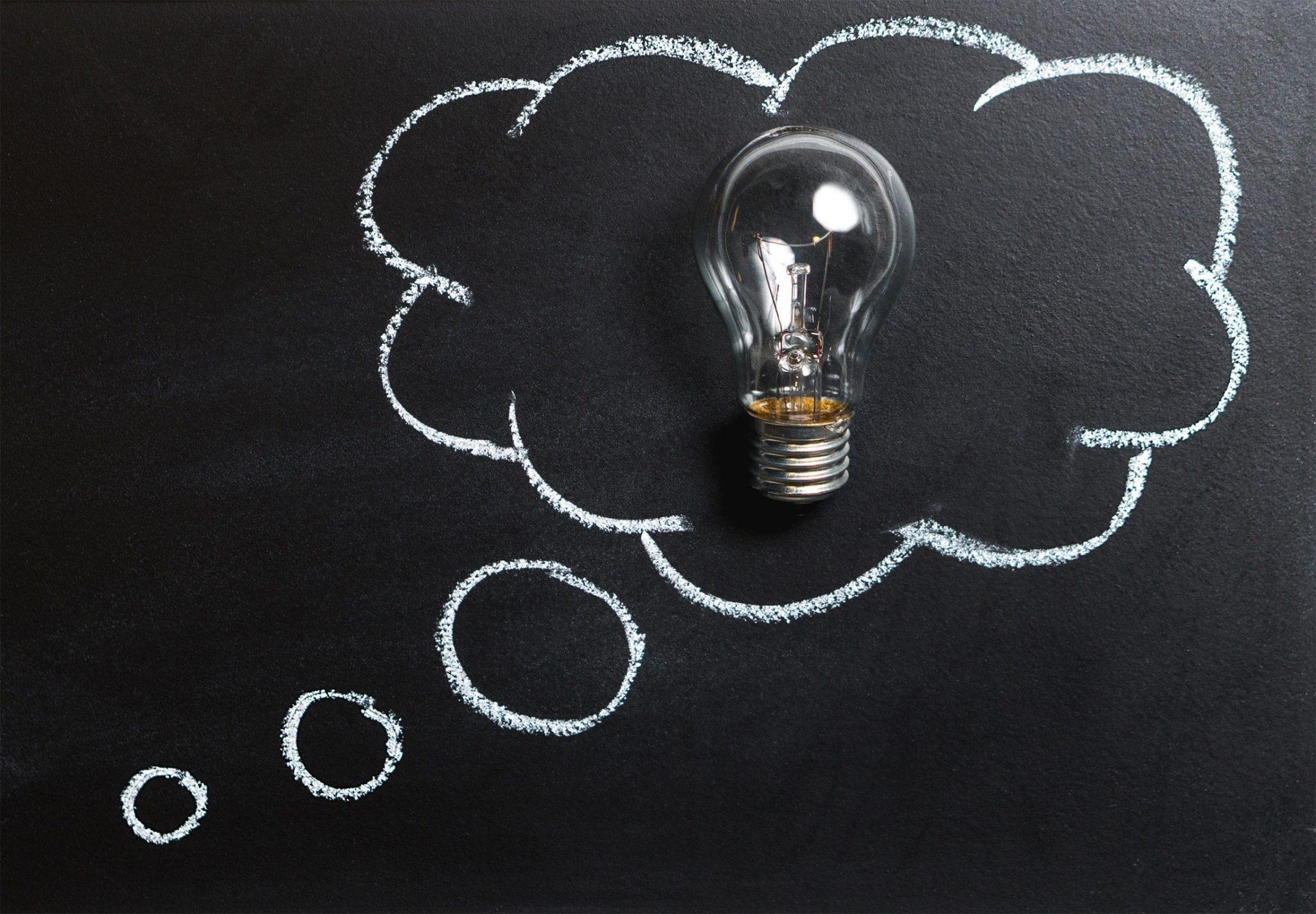 Textkonzept schreiben - Glühbirne als Synonym für zündende Ideen