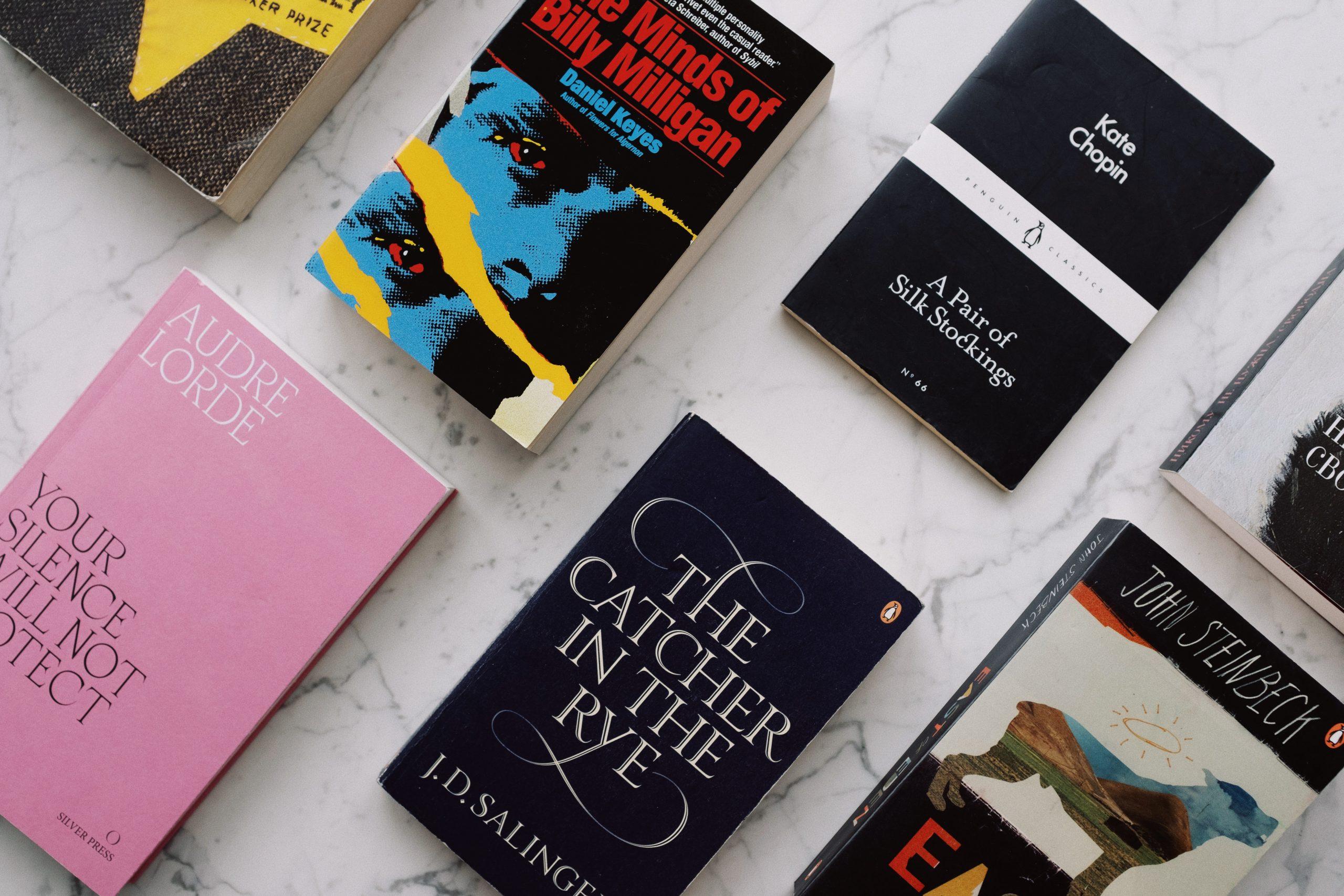Plot schreiben lernen - verschiedene Buchcover und Geschichten