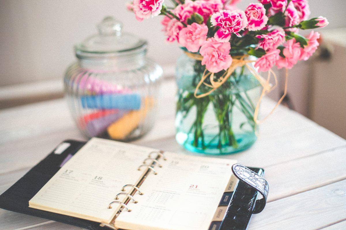 Redaktionsplan erstellen mit einem Taschenkalender