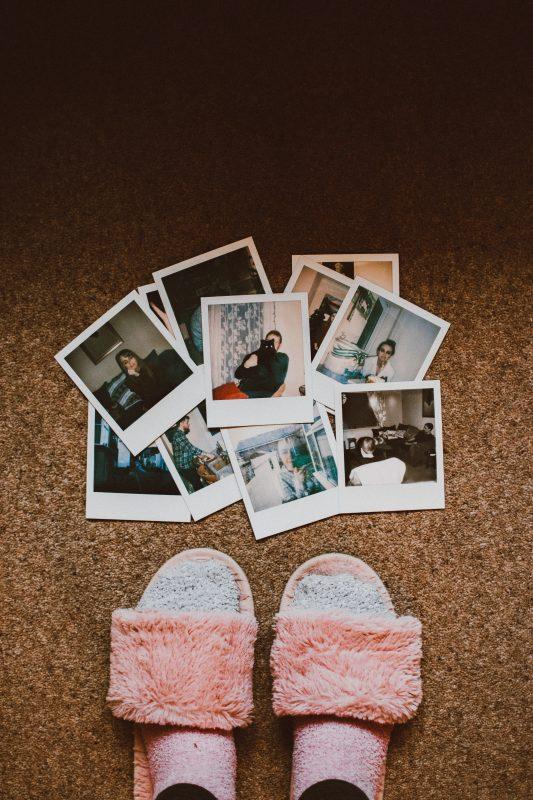 Ein Haufen Polaroidfotos