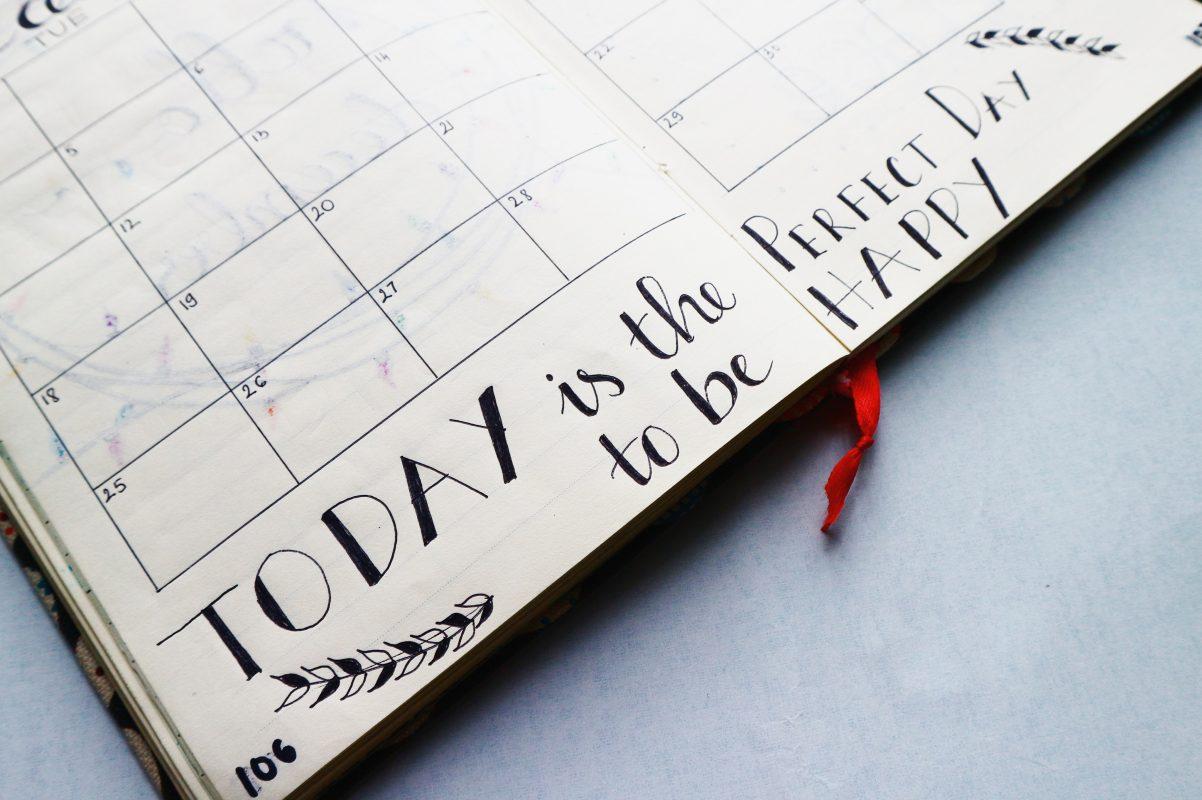 Kalenderbuch mit fröhlichem Spruch